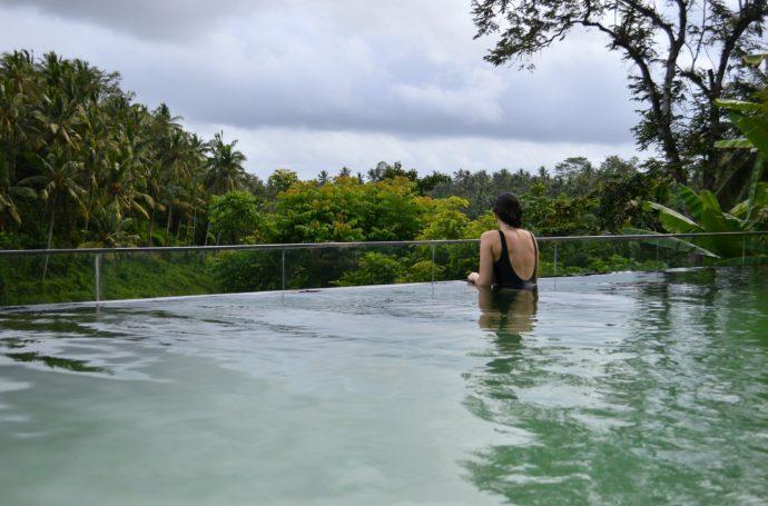 Kamandalu hotel infinity pool