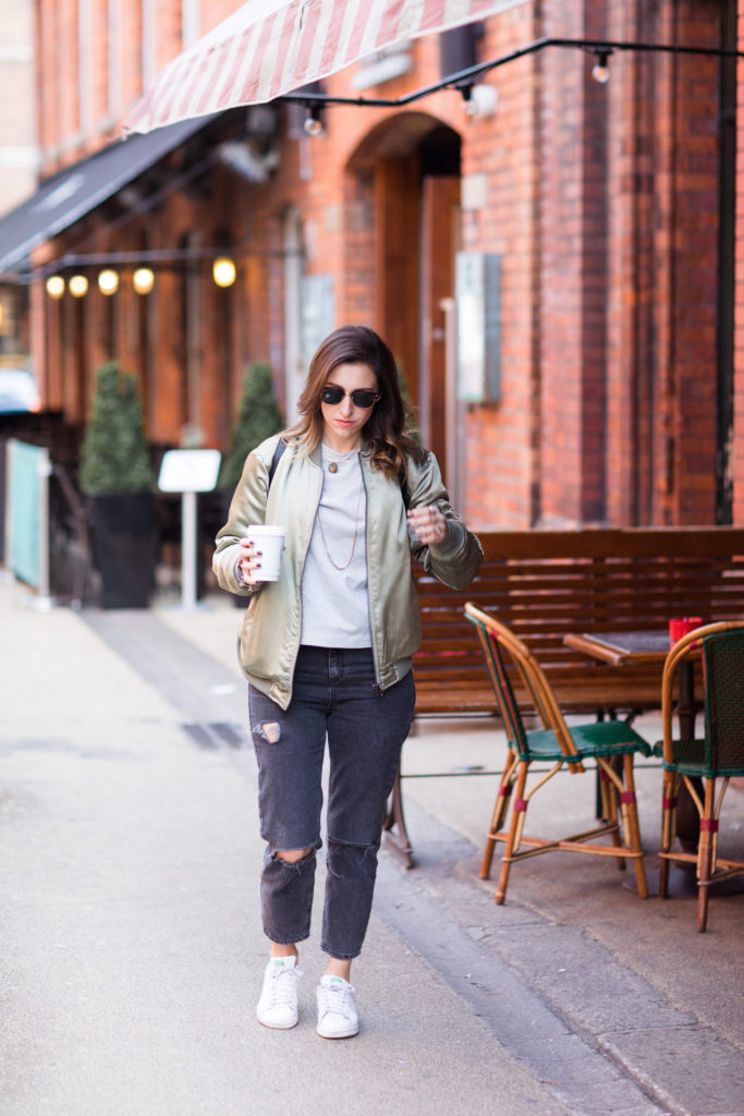 c0bc6b7ad346 MOM jeans and how to style them for a CASUAL DAY Look – Just Kassi