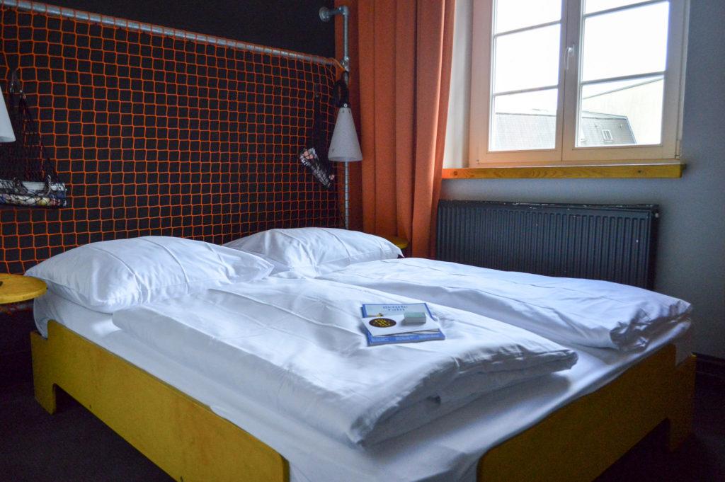 Superbude hotel room