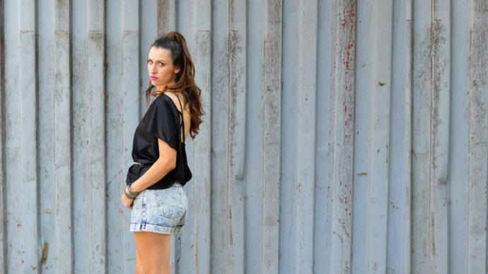 How to wear jean shorts for going out